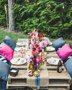 Y'all will go crazy for this backyard dinner party #onIBTtoday (like we did!) It's full of colorful dahlias & peonies a luxe boho table and yummy wine. Head to the link in our bio to see more! (Photo & Design: @littlemissparty Florals: @sagharborflorist Wine: @maiden_liberty)