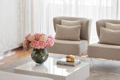 Espinho . Interdesign: Sala de estar translation missing: pt.style.sala-de-estar.moderno por Interdesign Interiores