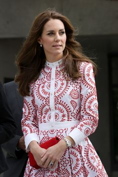 Kate Middleton Photos Photos - Catherine, Duchess of Cambridge leaves the Immigrant Services Society, a charitable organisation that provides targeted programs for refugees, women, children and youth, during their Royal Tour of Canada on September 25, 2016 in Vancouver, Canada. - 2016 Royal Tour To Canada Of The Duke And Duchess Of Cambridge - Vancouver, British Columbia