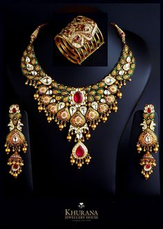 Parure from Khurana Diamond Jewellery, Amritsar. Black Diamond Earrings, Diamond Jewelry, Diamond Rings, Luxury Jewelry Brands, Gold Rings Jewelry, Gold Jewellery, Jewellery Shops, Antique Jewelry, Jewlery