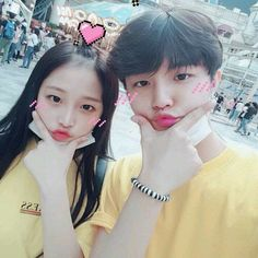 COMPLETED ❝ You look happy with your current boyfriend, well to tell you I am more happy with my new relationship. ❞ ― wherein yena chatted her ex girlfriend y. Korean Best Friends, Boy And Girl Best Friends, Boy Or Girl, Ulzzang Couple, Ulzzang Girl, Cute Couples Goals, Couple Goals, Fake Instagram, Korean Girlfriend