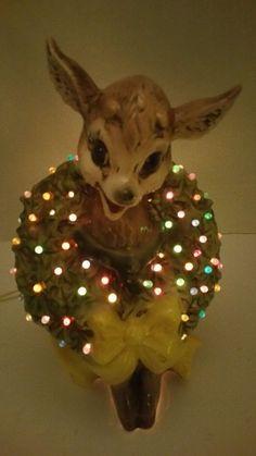 RARE Vintage Lightup Christmas  Reindeer Ceramic Lamp Figurine. BEAUTIFUL EUC