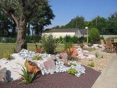 parterre avec cailloux | jardin de rocaille zen | Idees Deco Maison