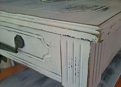 how to distress and emulate chalk paint using  spray paint