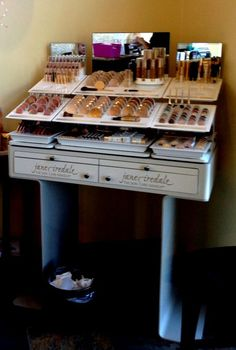 Jane Iredale Makeup Display