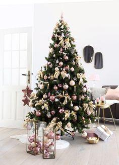 Rose Gold Christmas Tree, Rose Gold Christmas Decorations, Classy Christmas, Beautiful Christmas Trees, Colorful Christmas Tree, Christmas Tree Themes, Christmas Diy, Holiday Decor, Christmas Balls