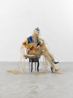 Actor, 2013. mannequin, chair, shoes, wig, wood, cloth, plastic and metal, dimensions variable; Collection Syz Geneva, Courtesy Galerie Buchholz, Cologne / Berlin / New York. © Isa Genzken, VG Bild-Kunst, Bonn 2016