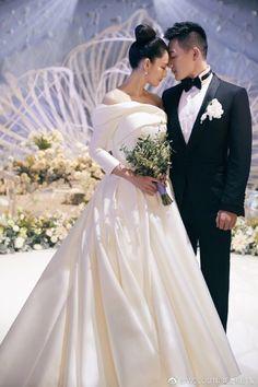 Wedding Dresses London, Plus Wedding Dresses, Custom Wedding Dress, Wedding Dress Sleeves, Cheap Wedding Dress, Bridal Dresses, Wedding Gowns, Vogue Wedding, Studios