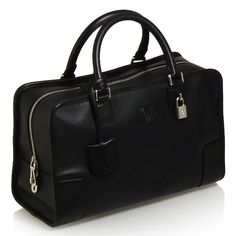 Loewe Amazona in black. LOVE