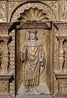 Ceinture de la grande châsse de la Sainte-Chapelle, détail.- ECOUEN, CHAPELLE, CEINTURE DE LA GRANDE CHÄSSE DE LA SAINTE CHAPELLE, 3: Sur l'autre côté, le Jardin des Oliviers, la Flagellation, le Christ aux outrages et le Christ devant Pilate; sur le second retour, le Lavement des pieds et la Descente aux Limbes. Les niches, reposant sur un entablement, sont surmontées d'une corniche ornée de rinceaux en léger relief. l'ensemble a été transformé en table par l'adjonction d'un plateau…