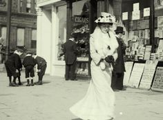 Downton Abbey Era Woman Strolling-on-O-Connell-Street-1904