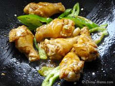 Love Chinese chicken dish, maybe you will like our home cooking for Chinese chicken drumsticks, hot spicy with green chillies and garlic. Simple, easy and tasty. Chinese Chicken Dishes, Chinese Food, Twice Cooked Pork, Authentic Chinese Recipes, Green Chilli, Chicken Drumsticks, Chicken Chili, Recipe Chicken, Pork Belly