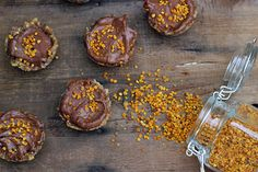 chocolate cups with bee pollen and ginger