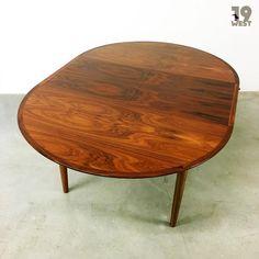 Jetzt bei www.19west.de: Ein ausziehbarer Esstisch hergestellt in den 1950er Jahren von Lübke. #19west #vintage #retro #furniture #fifties #interior #interiordesign #mcm #midcenturymodern #designclassic #design #lübke #tisch #rosewood #palisander