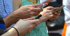 Más de dos tercios de españoles se conectan a wifi sin contraseña obligatoria en el extranjero