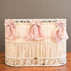 BEDDING. Diff crib. serafina bedding set - cream with blush bows