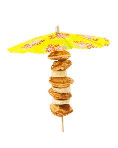 Deze vrolijke poffertjes zijn een leuke zomerse traktatie. Dit heb je nodig: Pak poffertjesmix of kant-en-klare poffertjes * grote parasolletjes * bananen Zo maak je ze: Bak poffertjes of warm de kant-en-klare poffertjes op. Per stokje heb je…