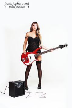 pin up guitar girl - http://guitarclass.org