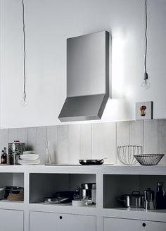 Design+ Rialto. A splendid, shiny cooker hood with an ultramodern look, by Falmec.