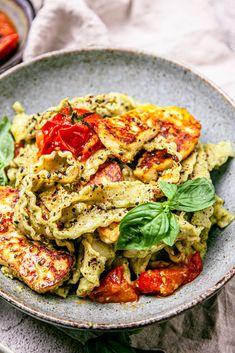 Gourmet Food Recipes, Veggie Recipes, Cooking Recipes, Healthy Recipes, Vegetarian Dinners, Vegetarian Pasta Recipes, Tahini Pasta, Fried Halloumi, Pasta Dishes