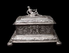 Silver casket with a figurine of Venus and a cartouche by Daniel Friedrich von Mylius in Gdańsk, late 17th century, National Museum in Warsaw. Long-term loan of the Bank Pekao. © Marcin Latka #silver #casket #figurine #venus #danielfriedrichvonmylius #gdansk #artinpl #nationalmuseuminwarsaw #repousse #cast #cartouche Long Term Loans, Casket, Warsaw, National Museum, 17th Century, Rugs On Carpet, Venus, Decorative Boxes, It Cast
