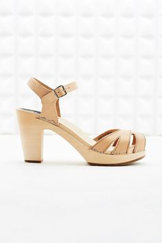Swedish Hasbeens Suzanne Leather Wooden Sandals in Tan - Urban Outfitters