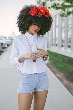 Coiffure de l'été: la couronne de fleurs toujours en tête © Pinterest Black girl with long hair