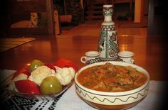 Tocanita de vitel de la pensiunea Casa - Mosului Romanian Food, Romanian Recipes, Carne, Healthy Recipes, Healthy Food, Recipies, Beef, Dishes, Traditional