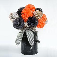 Ideias para festa de #Halloween: vaso com flores de papel