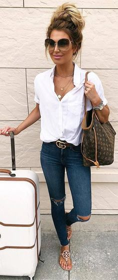 Casual summer outfits / white blouse and jeans outfit / travel outfit / airport, About Lässige Sommer-Outfits / weiße Bluse und Jeans-Outfit / Reise-Outfit / Flughafen - Sommer Mode Ideen PinYou can Looks Chic, Looks Style, My Style, Trendy Style, Sexy Classy Style, Classy Chic, Trendy Hair, Mode Jeans, Look Fashion