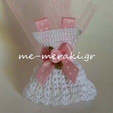 Χειροποίητη μπομπονιέρα βάπτισης πλεκτό φορεματάκι Με Μεράκι Μπομπονιέρες www.me-meraki.gr Me Meraki Mpomponieres Handmade mpomponiera for christening me-meraki.gr ΥΦ082-Α