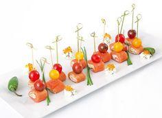 Ρολό σολομού με μους αγκινάρας Plastic Cutting Board, Cherry, Fruit, Kitchen, Recipes, Rolo, Kitchens, Cooking, Recipies