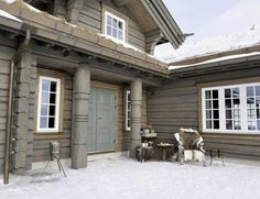 Not far from the Norwegian ski resort Trysil, this cozy chalet literally drowning in snow is located. The cottage, made of light wood, has become a real ✌Pufikhomes - source of home inspiration Cabins In The Woods, House In The Woods, Mountain Cottage, Dark House, Modern Rustic Homes, Winter Cabin, Dere, Lodge Style, Cabins And Cottages