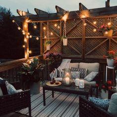 Cozy Small Apartment Balcony Ideas With Light Decoration 35