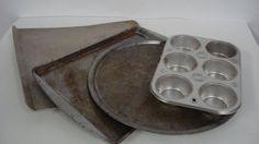 So bekommst Du ein verbranntes Backblech sauber - Salzpeeling & Feuchtigkeitskur - Heißes Wasser mit Waschpulver ...