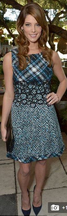 Ashley Greene: Dress – Oscar de la Renta  Purse – Jimmy Choo