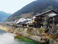 The water village of Gujo-Hachiman is overflowing with food and sightseeing options. Much of Gujo-Hachiman is crisscrossed by rivers.
