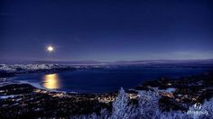 A brilliant moon over beautiful #LakeTahoe last night just before dawn. #TahoeSouth