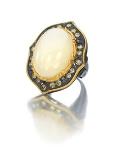 SUNEERA Ashleigh Ring with Moonstone and champagne Diamonds