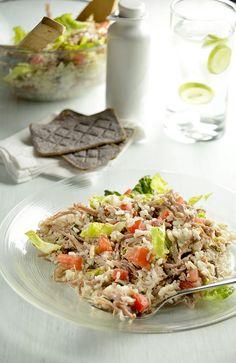 Este salpicón con arroz lucirá en tu mesa. Es una receta rápida de hacer, muy completa y saludable. Perfecta para comer en frio y disfrutarla en temporada de calor.