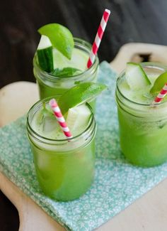 Exceptional A flat abdomen with ginger, cucumber and mint lemonade Informations About Een platte buik met. Refreshing Drinks, Summer Drinks, Fun Drinks, Healthy Drinks, Healthy Recipes, Beverages, Smoothie Detox, Juice Smoothie, Smoothie Drinks