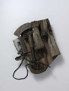 Le visage du changement, 2012 - 60 x 50 x 15 cm - Armes de la guerre civile (Mozambique) recyclées