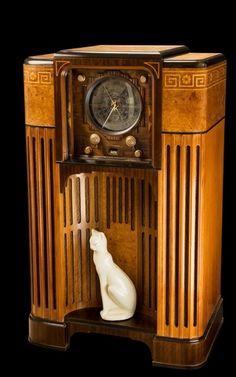 Art Deco and Art Nouveau! Radio Antique, Antique Art, Design Industrial, Art Nouveau Furniture, Art Deco Stil, Retro Radios, Inspiration Art, Art Deco Period, Art Deco Design