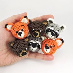 15 отметок «Нравится», 1 комментариев — Valeriia Tomashova (@valeriia_tom) в Instagram: «Animal brooches #brooch #fox #bear #raccoon #amigurumi #crochet #knitting #pattern #onefunnymoose…»