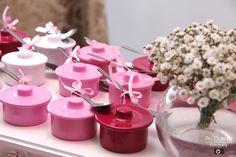 Chá de panela: decoração linda e fácil de fazer Maid Of Honor, Open House, Bridal Shower, Place Card Holders, Table Decorations, Party, Gifts, Wedding, Lingerie