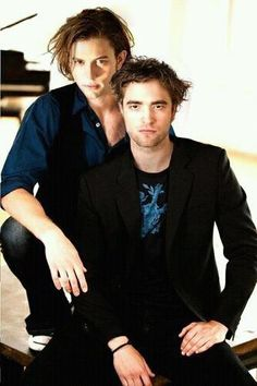 Whats going on here?? Jasper and Edward... NOW this is too much! ;-))