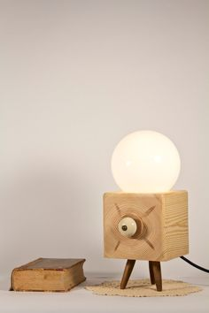 CUBOS Tripod cube lamp solid wood with rounded handle dimmer