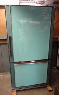 If I had money to throw around, I would buy this $1,400 fridge (on CL right now) because it is sooooo perfect and beauteous!