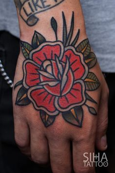 Tattoo Old School Flower American Traditional Ink Ideas Hand Tattoos, Neue Tattoos, Arm Tattoo, Thigh Tattoos, Tattoo Flash, Tattoo Ink, Tatoos, Traditional Tattoo Flowers, Traditional Roses