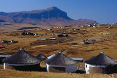 Xhosa village in the Transkei region, South Africa. West Africa, South Africa, African Fashion Traditional, Xhosa, Pretoria, Rest Of The World, Countries Of The World, Road Trips, Monument Valley